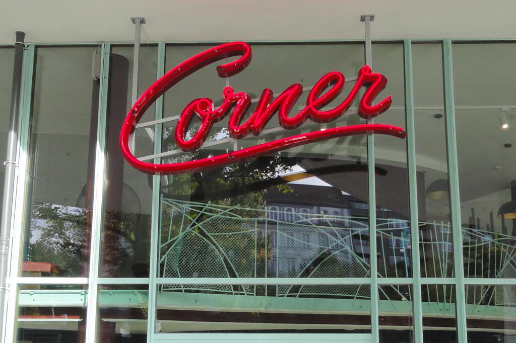 Neon-Profil1-Corner_Altay-Werbung