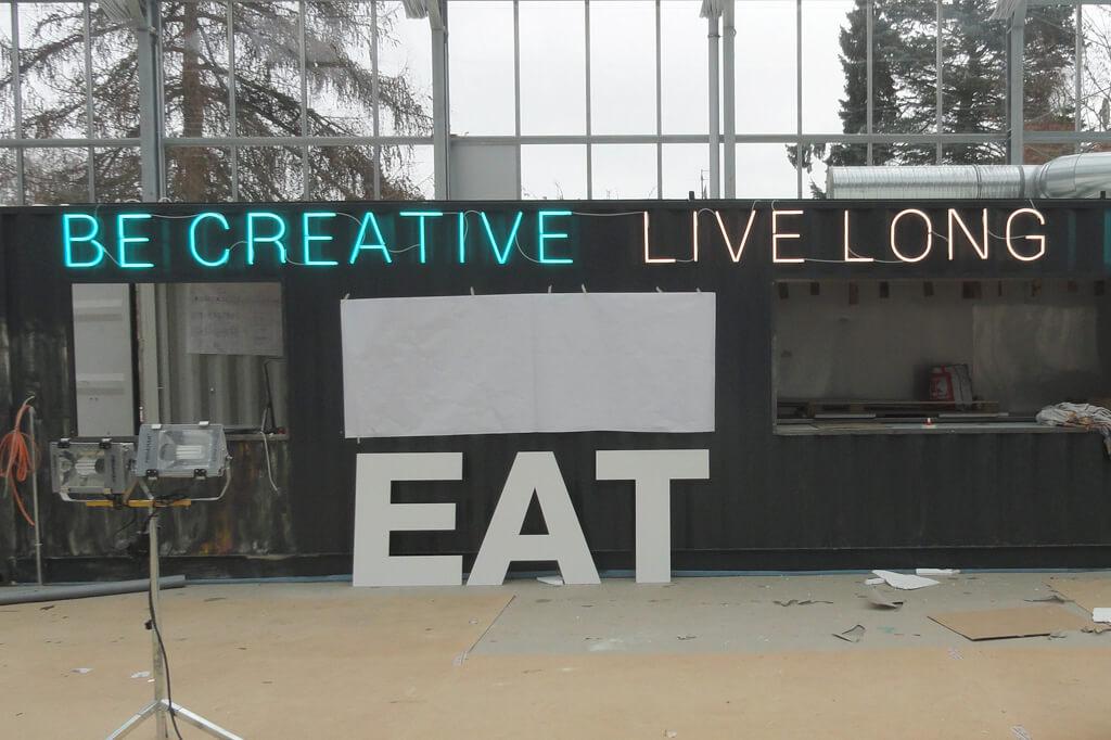 Neonschrift-LiveLong_Altay-Werbung