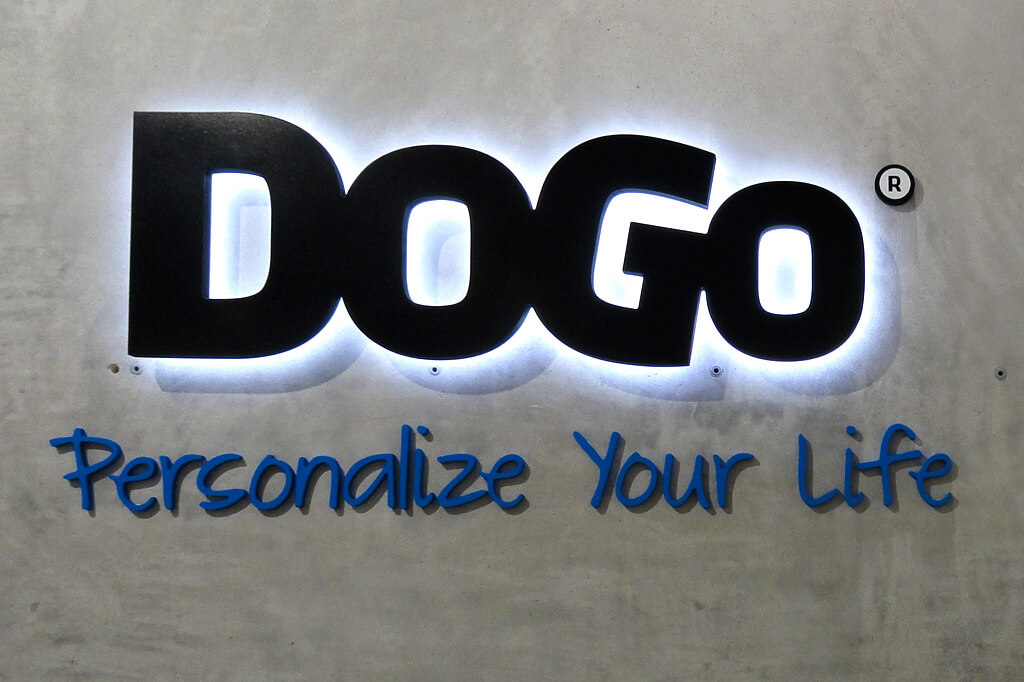 Vollacrylbuchstaben-Dogo