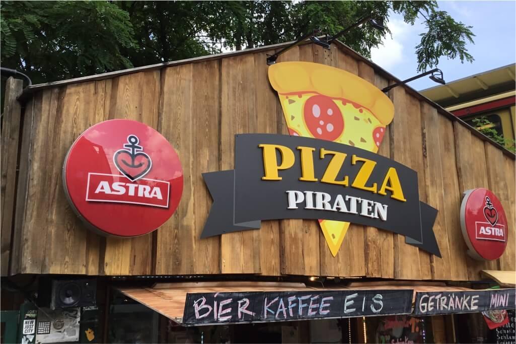 Altay Werbung_Aluminiumverbundschild_19mm PVC_Strahler_Pizza Piraten