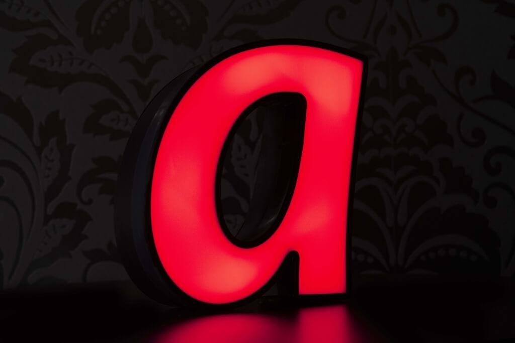 Altay Werbung_LED-Leuchtbuchstaben_Profil 05_50mm_rot_beleuchtet
