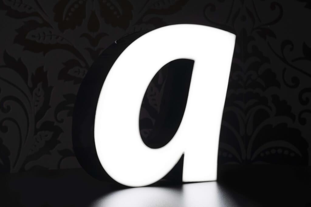 Altay Werbung_LED-Leuchtbuchstaben_Profil 10A_70mm_beleuchtet