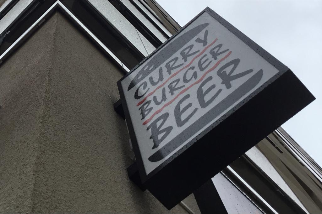 Altay Werbung_LED-Ausleger_Profil 12HL Scheibe_Curry Burger Beer