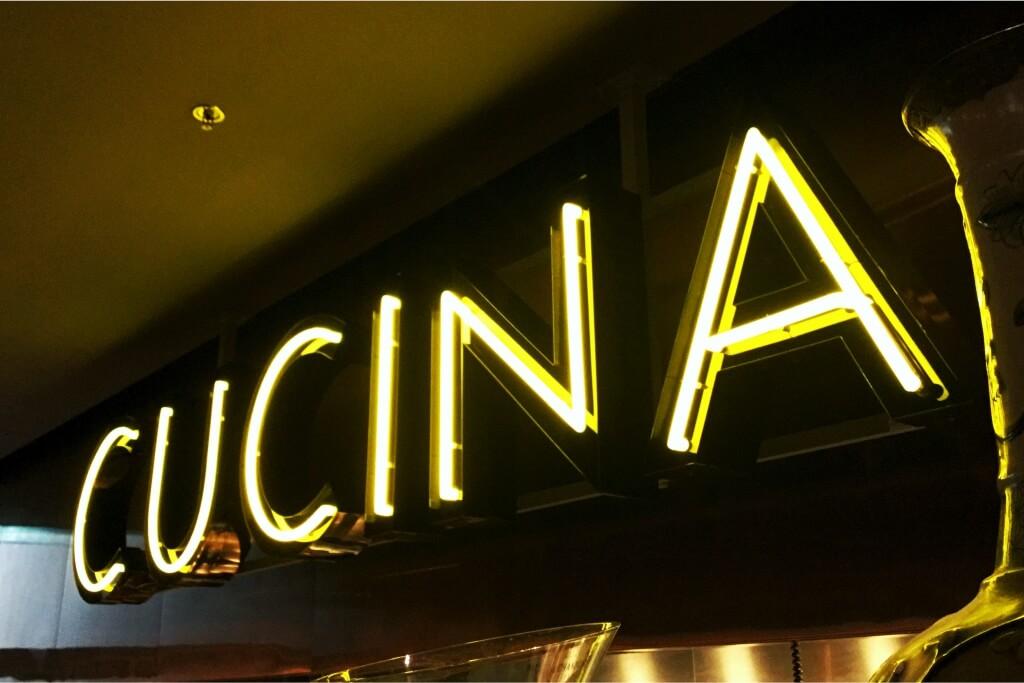 Altay Werbung_Leuchtbuchstaben_Profil 01+Neon_Blendkante_Cucina